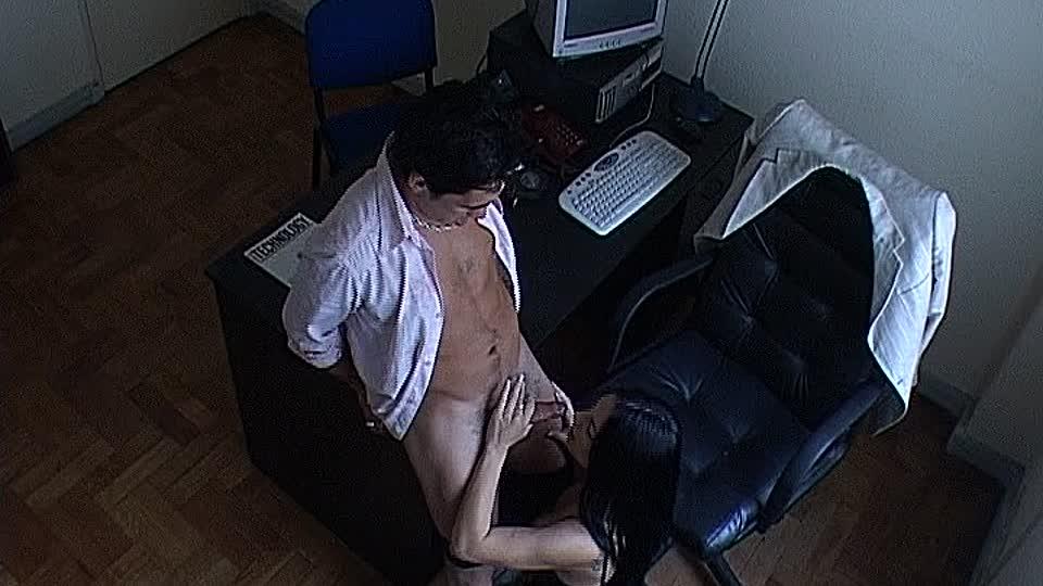 Скрытая камера как ебут секретарш