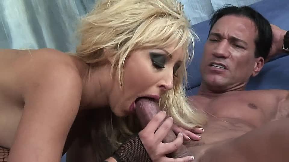 trainierter kerl fickt die hausfrau in mose und arsch