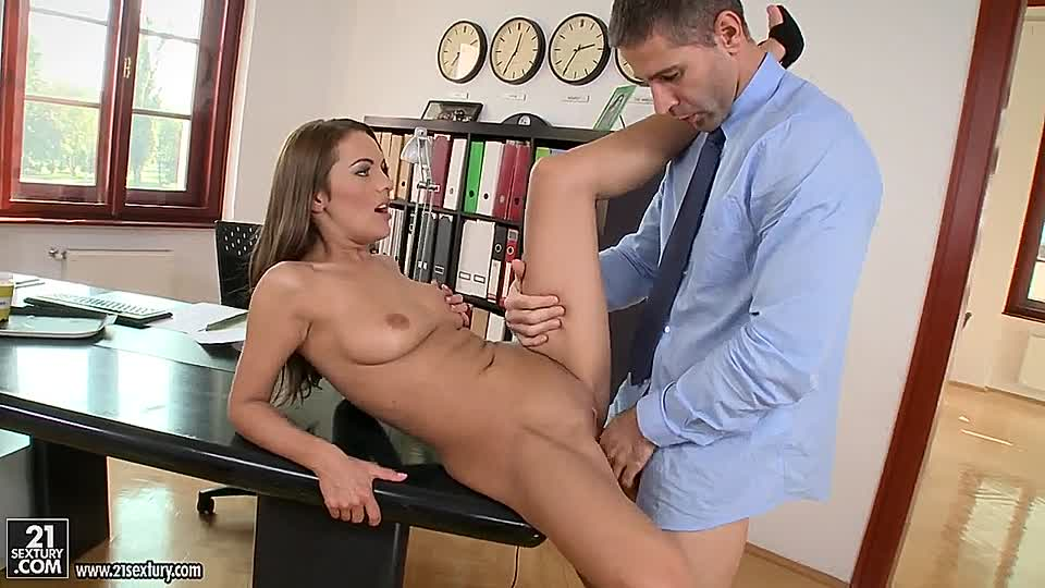 büro nackt porno